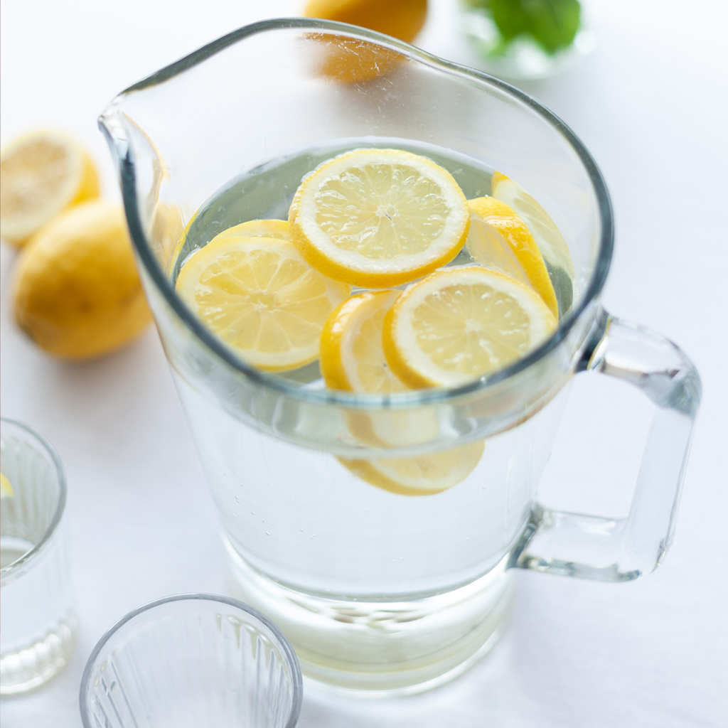 Νερό με Λεμόνι μύθοι και αλήθειες για την υγεία μας