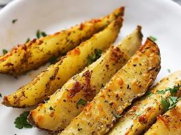 Πικάντικες Πατάτες Φούρνου με παρμεζάνα και σκόρδο