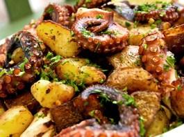 Χταπόδι σκορδάτο τραγανές πατάτες (Νηστίσιμο)