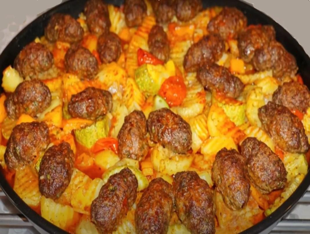 Σουτζουκάκια με πατάτες και κολοκυθάκια