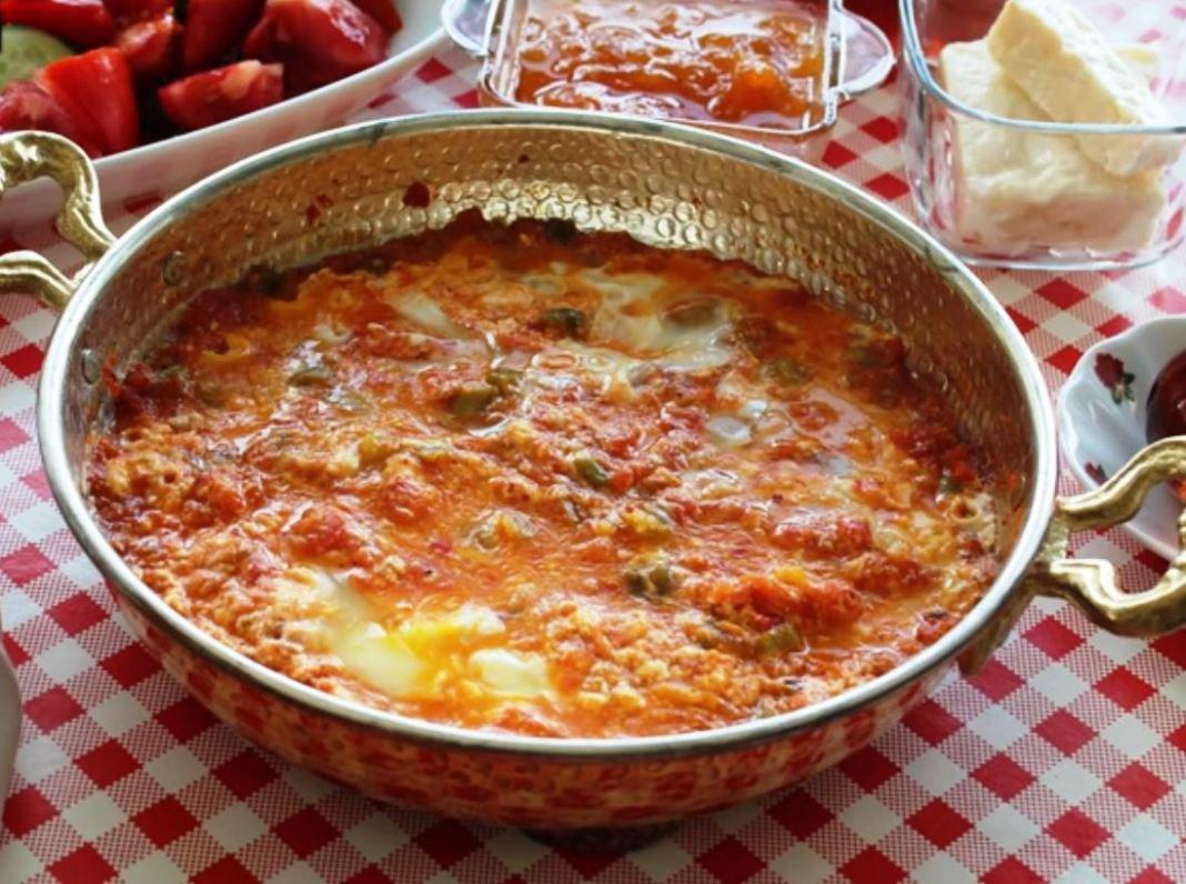 Αυγά με ντομάτες Σαγανάκι