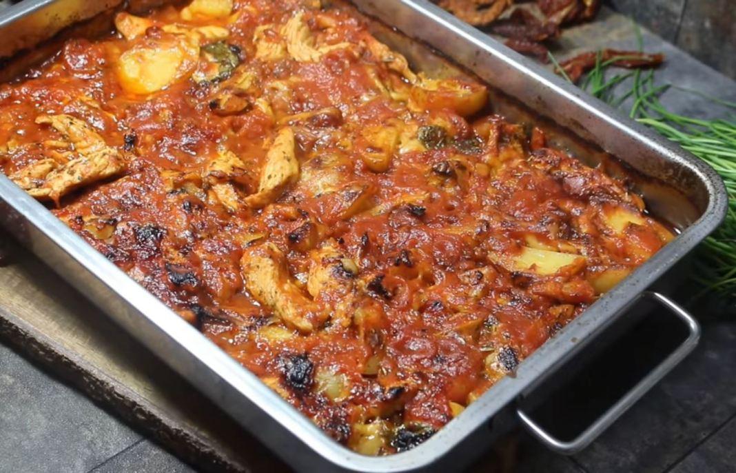 στήθος γαλοπούλας σε σάλτσα ντομάτας