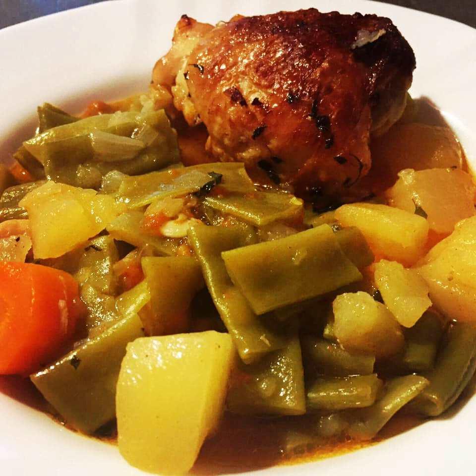 Φρέσκα φασολάκια στο φούρνο, με κοτόπουλο
