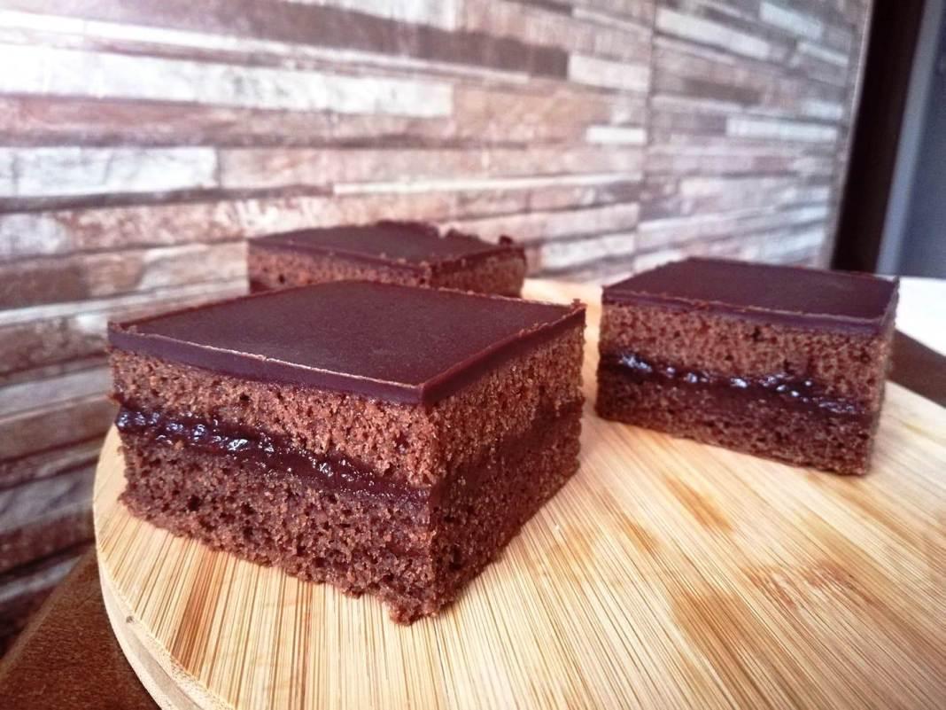 Σοκολατένιο κέικ...χωρίς αυγά και γάλα