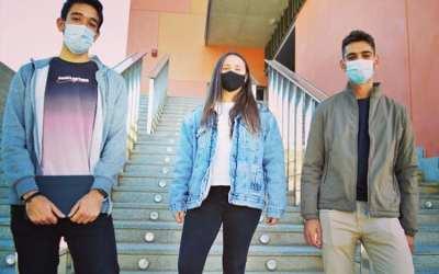 La jove xativina Luci Simón i tres companys posen en marxa el buscador QueCovid.es