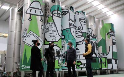 L'alcalde de la Font de la Figuera visita el nou celler de Bodegas Arraez