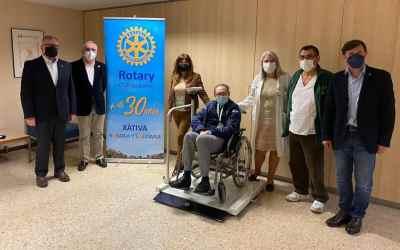 El Rotary Club de Xàtiva dóna una bascula mèdica a l'Hospital Lluís Alcanyís