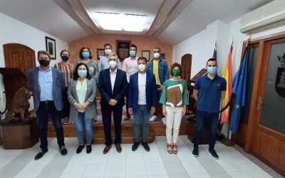 Climent es reuneix amb l'alcalde de la Font de la Figuera per a tractar la possible adhesió del municipi a la Llei d'Acceleració