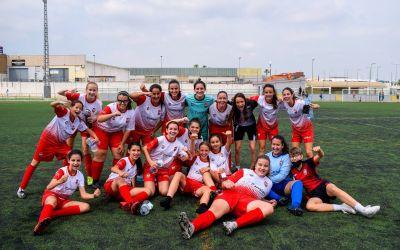 L'equip infantil-cadet femení del CDX celebra el títol de lliga amb un empat