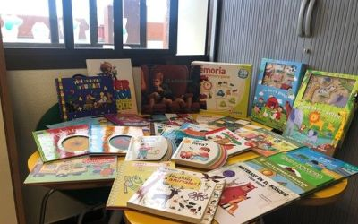 L'Hospital Lluís Alcanyís de Xàtiva rep una dotació de llibres, jocs i material escolar