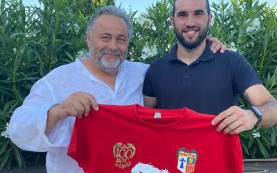 Paulino Peiró segueix les pases d'Omar cap al Quatre Camins