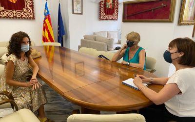 L'alcaldessa de Canals es reuneix amb les representants d'ADAC per a reprendre les activitats