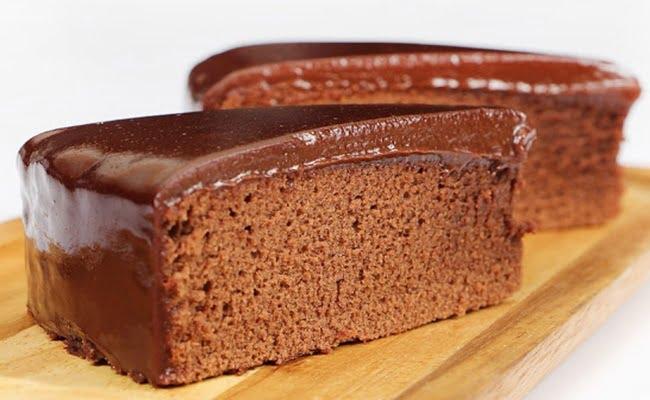 Receita de Bolo de Chocolate no Microondas com cobertura de chocolate