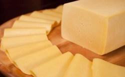 Receita de Queijo mussarela caseiro com leite de vaca