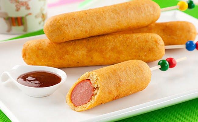 Receita de Corn Dog Enroladinho de Salsicha Frito no Palito