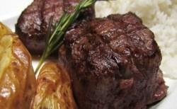 Receita de Filé Mignon com Batatas Rústicas e Molho de Gorgonzola