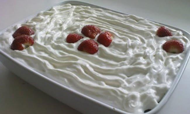 Receita de Torta de Brigadeiro Branco com Morango