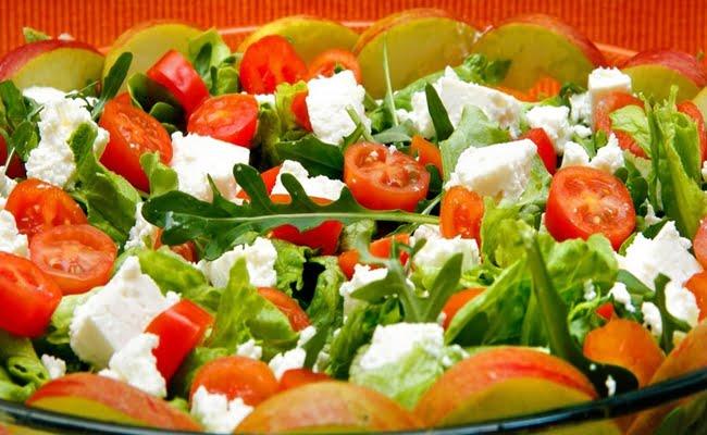 Receita de Salada de Alface com Laranja, Feijão e Queijo Feta