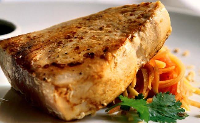 Receita de Atum Branco com Salada de Papaia Verde