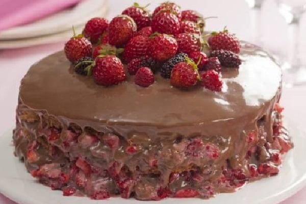 Receita de Bolo de Chocolate com Frutas Vermelhas
