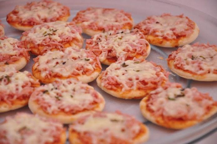 Receita de Mini Pizzas Cremosas