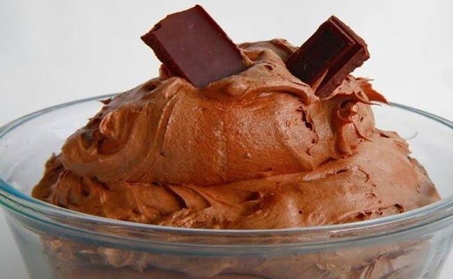 Receita de recheio e cobertura de bolo de Trufa batida