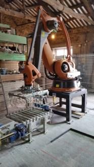 Robot paletizador Cereais Xulián Varela: distribuición e venda de cereais e pensos para mascotas e cans de caza. Reparto a domicilio