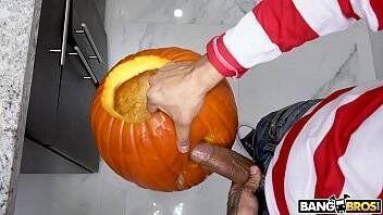 Sexo no Hallowen com morena cheia de tesão