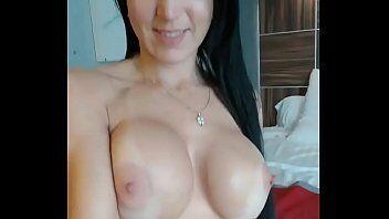 Xvidio com puta mostrando sua habilidade em fazer sexo em video pela webcam ao vivo