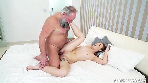 Xvideos porno em família avo comendo neta