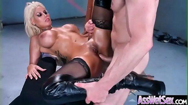 Loira peituda fazendo sexo anal no pelo