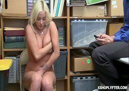 Filme porno loira novinha metendo muito gostoso com o safado