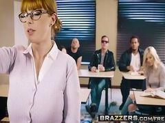 Pornotube ruivinha ninfeta trepando muito na sala de aula
