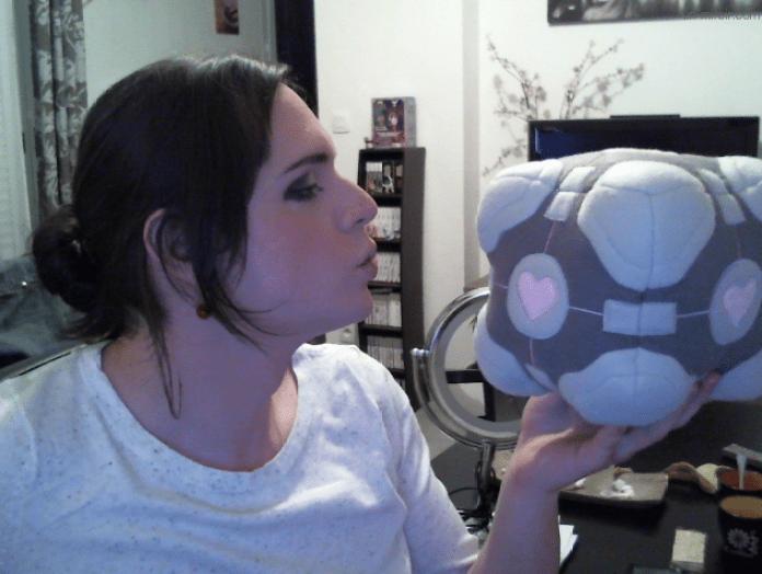 Bon, OK, peut-être que mon travesti ne me parle pas de Call of Duty, mais alors du Portal, j'en ai plein les oreilles !