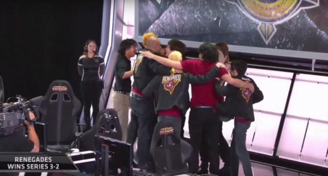 L'équipe Renegades fête la victoire durement acquise !