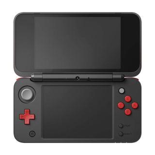 Чёрно-красная New Nintendo 2DS LL с Mario Kart 7