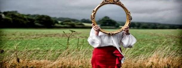 Огледалото е насочено към нас