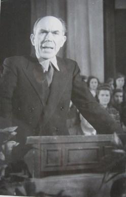 Ο Πέτρος Κόκκαλης στην ομιλία του στην εκδήλωση στην Κρατική Όπερα του Βερολίνου