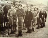 Αετόπουλα στη Ζίτσα σε οπλοασκήσεις υπό την εποπτεία του ΕΛΑΣίτη εκπαιδευτή