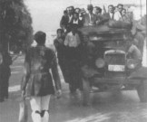 1944-xx-xx - Εύζωνος των Ταγμάτων Ασφαλείας επιστρέφει στο σπίτι του ύστερα από την υπηρεσία του - evzonos01