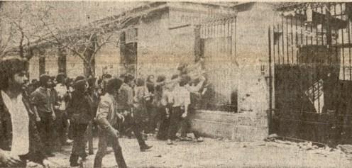 1980-11-17-Πολυτεχνείο Στουρνάρα - ΚΝΑΤ κατεβαίνουν οπλισμένα-05 - 17-11-80 2politexnio