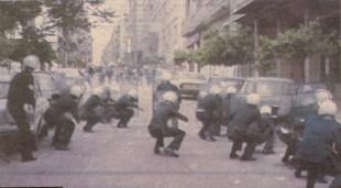 1985-05-09 - Χημείο Πρώτη κατάληψη μετά την απαγόρευση συγκέντρωσης διαμαρτυρίας στην πλατεία για επιχειρήσεις αρετής-14 - MAT