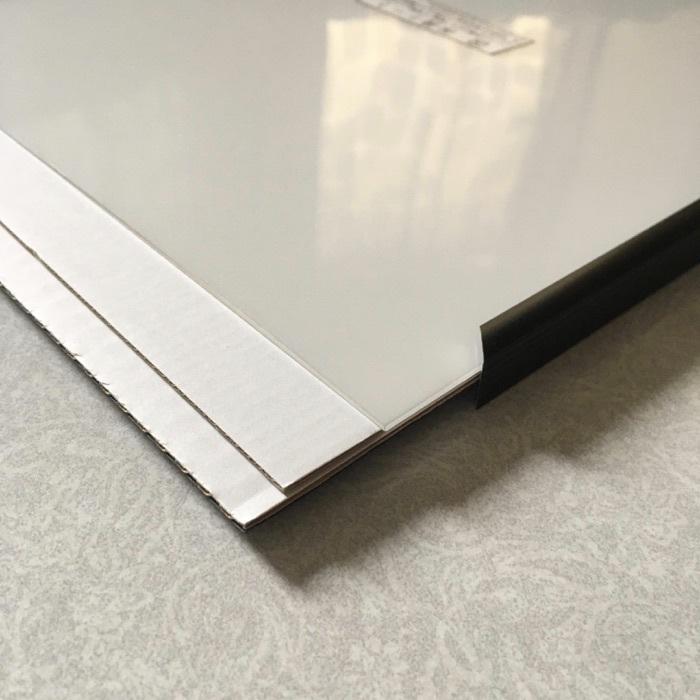下の台紙と表面透明カバーの間にもう1枚台紙があります