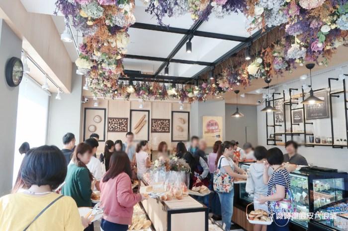BAKE CODE烘焙密碼,全球第十間門市在新竹!風靡韓國的彩虹千層蛋糕及限量金箔可頌來囉!