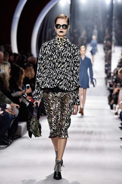 Christian+Dior+Runway+Paris+Fashion+Week+Womenswear+R62Qsdq9OYol
