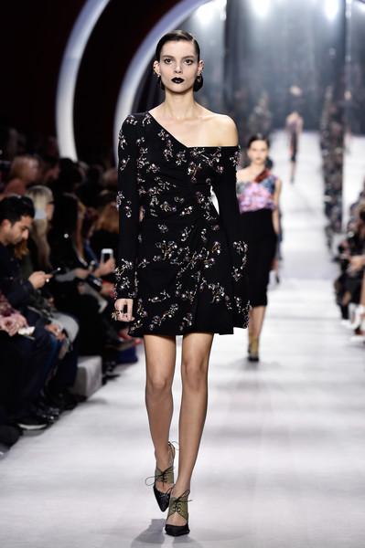 Christian+Dior+Runway+Paris+Fashion+Week+Womenswear+T6A8RE3MmKVl