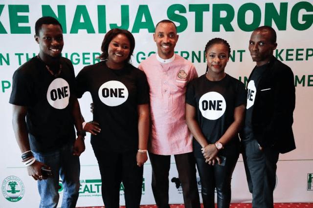 Nigeria Country Representative for ONE Africa, Edwin Ikhuoria & volunteers