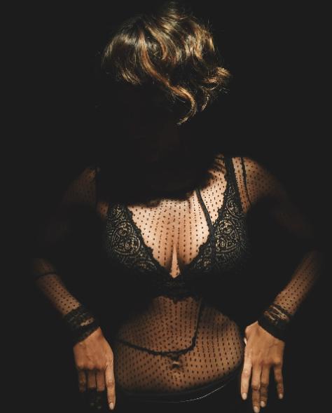 halle-berry-scndale-lingerie-yaasomuah