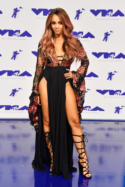 2017-mtv-video-music-awards-vmas-vanessa-morgan