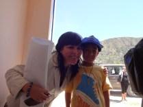 La Jefa de ONGEI, Ing. Jaddy Fernandez, compartiendo su alegría con los niños de Cuchipampa